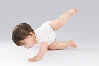 育儿学问:训练宝宝爬行有技巧