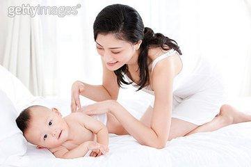 育儿学问:婴儿的触觉训练,远比你想像的更重要!