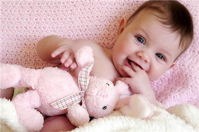 怎样提高1~3个月孩子小手的灵活性