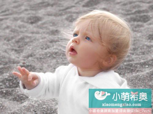 婴儿学爬意义重大